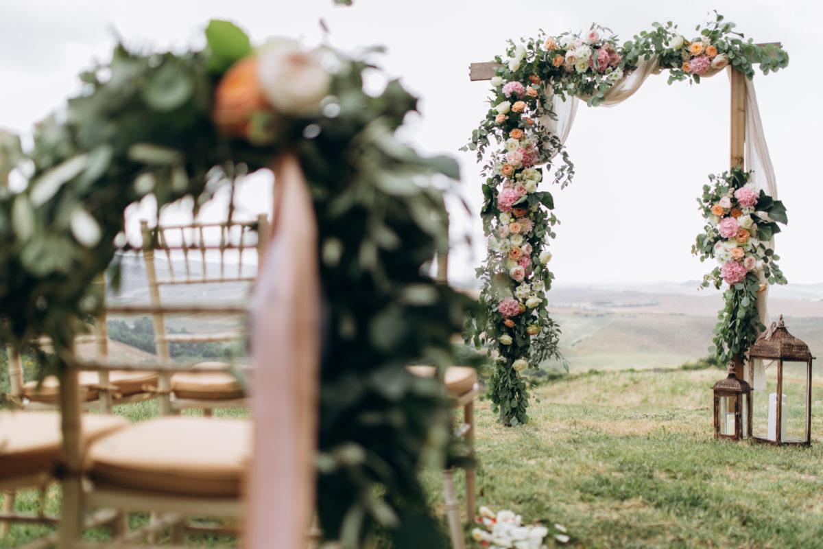 Arco con flores para bodas eventos valencia