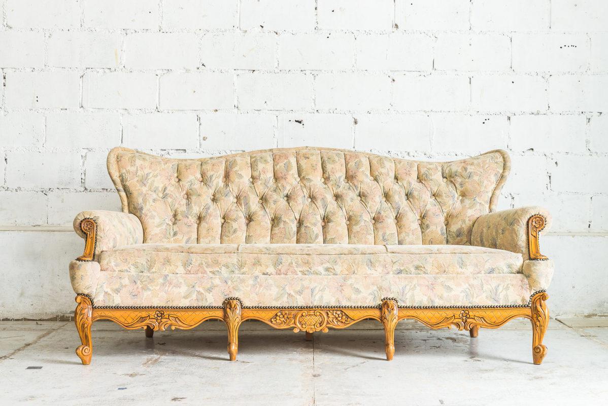 sillas sillones y sofás de alquiler para eventos